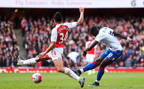 """Arsenal – Crystal Palace: Tự """"bắn"""" vào chân - 1"""