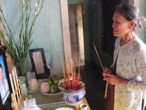 Tin tức Việt Nam - 9 HS chết đuối ở Quảng Ngãi: Đường làng trắng khăn tang
