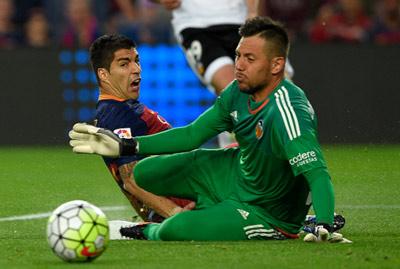 Chi tiết Barca – Valencia: Pique ôm đầu tiếc nuối (KT) - 4