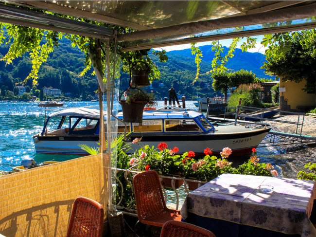 Hòn đảo Isola Bella nằm giữa hồ Maggiore ở Italia là địa điểm du lịch hấp dẫn trong mùa hè với những lâu đài cổ và các khu vườn đẹp mê ly.