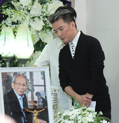 Dòng người tiếc thương tiễn đưa nhạc sỹ Nguyễn Ánh 9 - 12