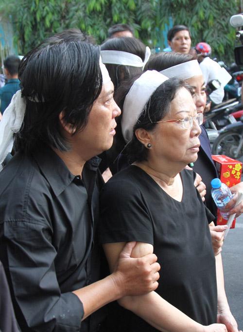 Dòng người tiếc thương tiễn đưa nhạc sỹ Nguyễn Ánh 9 - 4