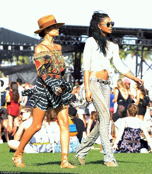 """Chân dài đọ phong cách """"hot"""" trong lễ hội âm nhạc - 10"""