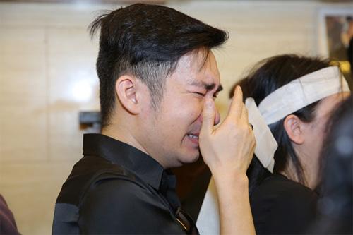 Vợ con khóc ngất trong lễ hoả táng nhạc sỹ Nguyễn Ánh 9 - 11