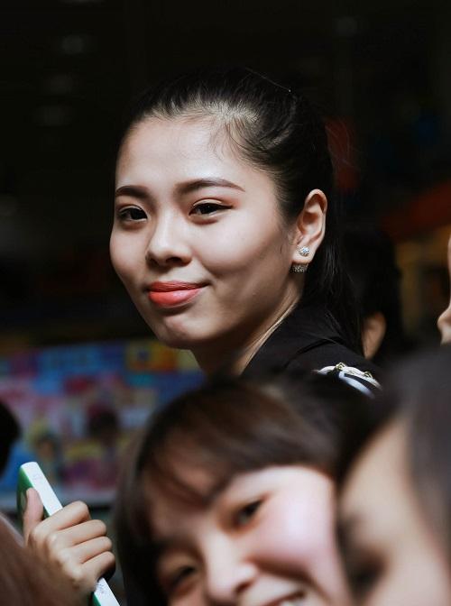 Nhóm nhạc 365 bị hàng trăm fan nữ quây tại Hà Nội - 11
