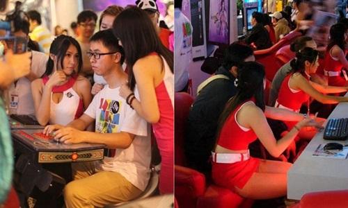 Gái trẻ mặc sexy chơi game cùng khách kiếm trăm triệu - 11