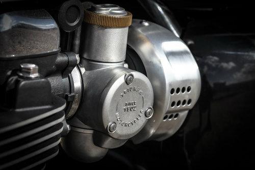 Triumph Bonneville T120: Mạnh mẽ và êm ái - 2