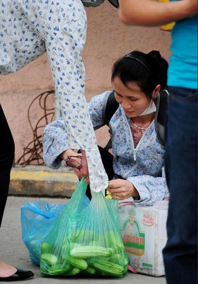 Rau sạch, trái cây theo người dân về Thủ đô sau nghỉ lễ - 10