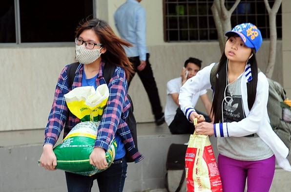 Rau sạch, trái cây theo người dân về Thủ đô sau nghỉ lễ - 6