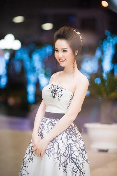 """Á hậu Thụy Vân """"mê tít"""" cặp sinh đôi nhà diva Hồng Nhung - 8"""
