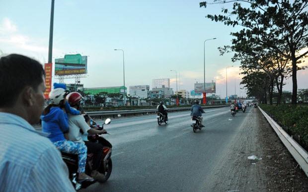 Dân trở lại Sài Gòn sau nghỉ lễ, không còn cảnh kẹt xe - 2
