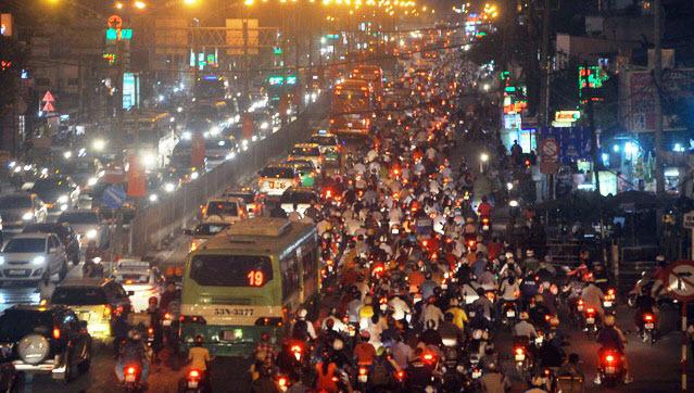 Dân trở lại Sài Gòn sau nghỉ lễ, không còn cảnh kẹt xe - 6