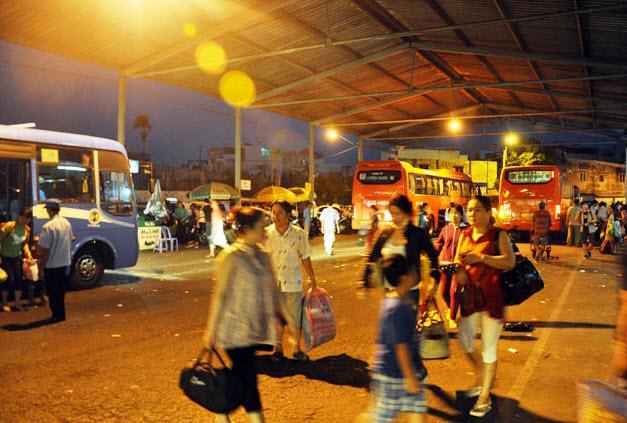 Dân trở lại Sài Gòn sau nghỉ lễ, không còn cảnh kẹt xe - 9