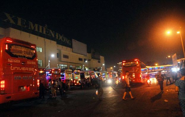 Dân trở lại Sài Gòn sau nghỉ lễ, không còn cảnh kẹt xe - 11