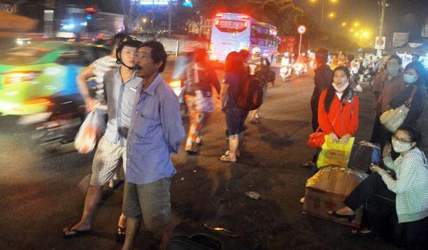Dân trở lại Sài Gòn sau nghỉ lễ, không còn cảnh kẹt xe - 12