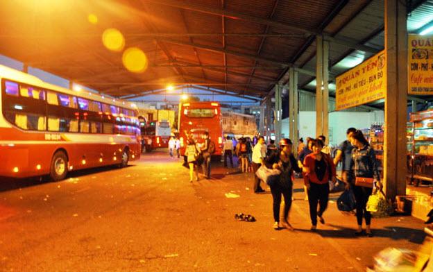 Dân trở lại Sài Gòn sau nghỉ lễ, không còn cảnh kẹt xe - 8