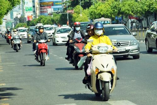 """""""Đốt mình"""" giữa nắng nóng gần 40 độ mưu sinh giữa Sài Gòn - 3"""