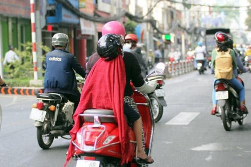 """""""Đốt mình"""" giữa nắng nóng gần 40 độ mưu sinh giữa Sài Gòn - 5"""