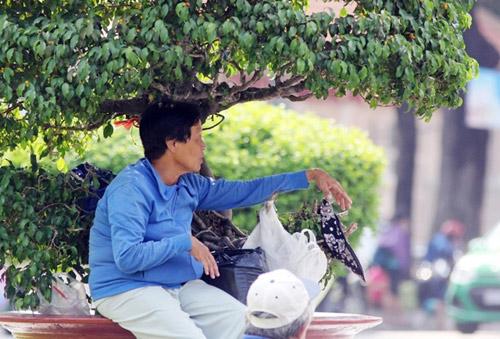 """""""Đốt mình"""" giữa nắng nóng gần 40 độ mưu sinh giữa Sài Gòn - 6"""