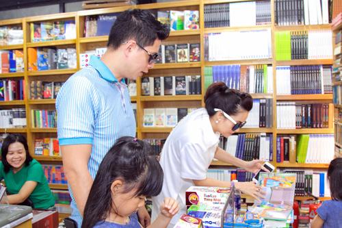 """Bình Minh mong """"tiểu công chúa"""" thích sách từ bé thơ - 4"""