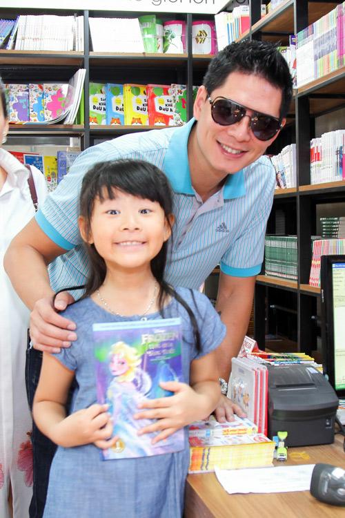 """Bình Minh mong """"tiểu công chúa"""" thích sách từ bé thơ - 7"""