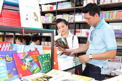 """Bình Minh mong """"tiểu công chúa"""" thích sách từ bé thơ - 6"""