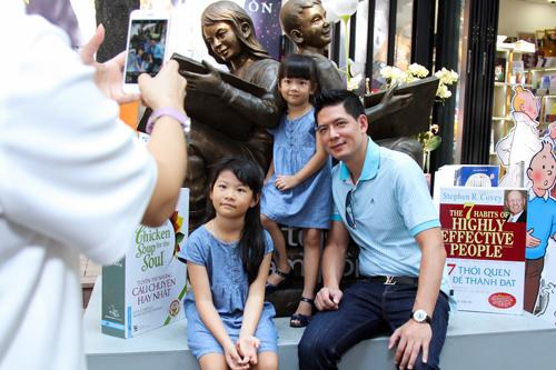 """Bình Minh mong """"tiểu công chúa"""" thích sách từ bé thơ - 10"""