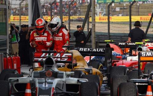 """F1, va chạm ở Chinese GP: Sóng gió chưa """"tha"""" Vettel - 2"""