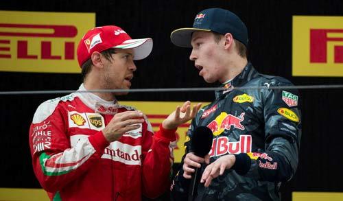 """F1, va chạm ở Chinese GP: Sóng gió chưa """"tha"""" Vettel - 3"""