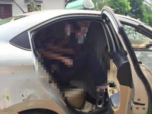 Tin tức trong ngày - Taxi lao xuống hồ trong đêm, 4 người tử vong