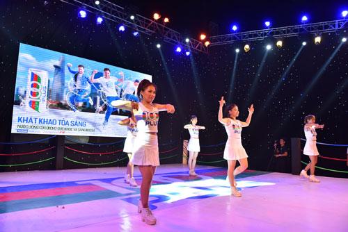 Giới trẻ Sài Gòn quậy hết cỡ cùng Ngô Kiến Huy - 3