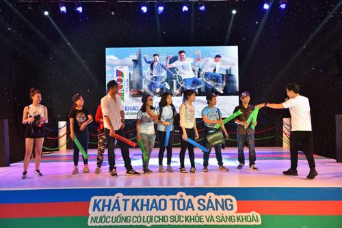 Giới trẻ Sài Gòn quậy hết cỡ cùng Ngô Kiến Huy - 6