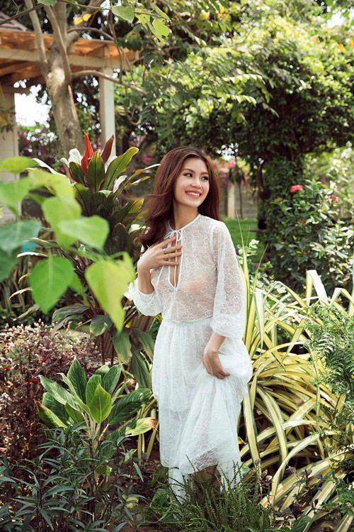 Bầu 4 tháng, á hậu Diễm Trang vẫn diện áo tắm gợi cảm - 5