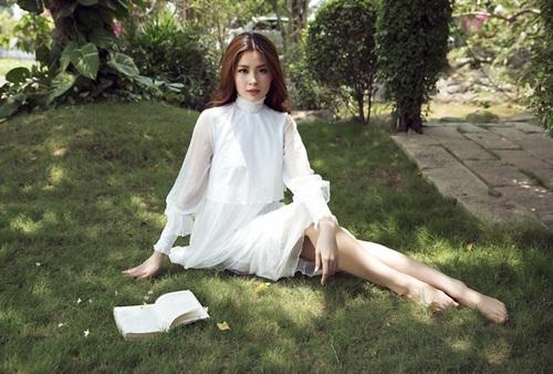 Bầu 4 tháng, á hậu Diễm Trang vẫn diện áo tắm gợi cảm - 7
