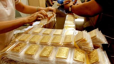 Vàng giảm còn 33 triệu đồng/lượng, USD ổn định - 1