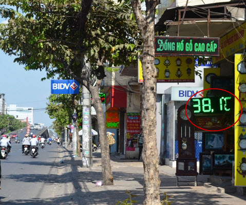 """""""Đốt mình"""" giữa nắng nóng gần 40 độ mưu sinh giữa Sài Gòn - 23"""