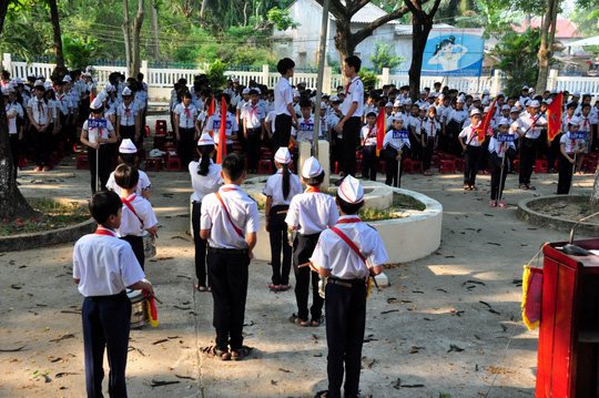 Toàn trường tổ chức lễ mặc niệm 9 học sinh đuối nước - 1