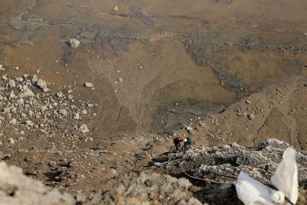 Ngủ qua đêm trong khu vực núi lửa đang hoạt động - 6