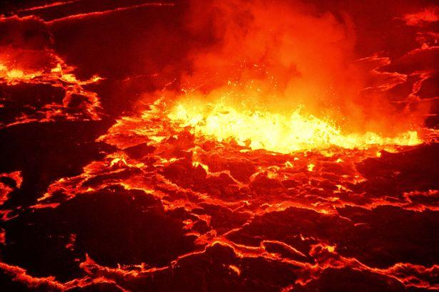 Ngủ qua đêm trong khu vực núi lửa đang hoạt động - 3