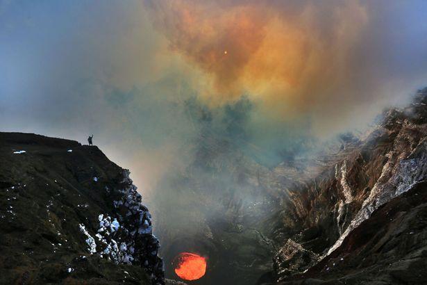 Ngủ qua đêm trong khu vực núi lửa đang hoạt động - 5