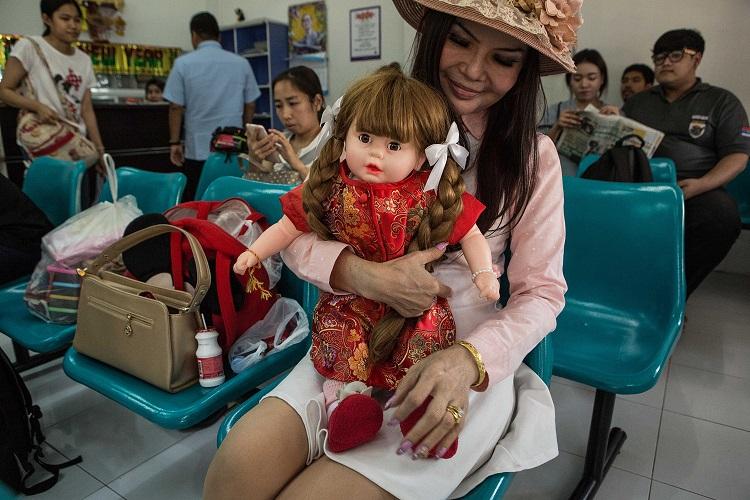 Cơn sốt nuôi búp bê như con đẻ ở Thái Lan - 2