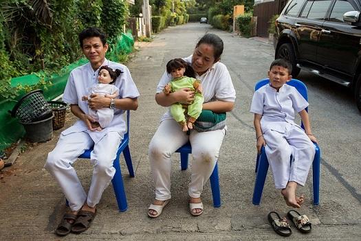Cơn sốt nuôi búp bê như con đẻ ở Thái Lan - 6