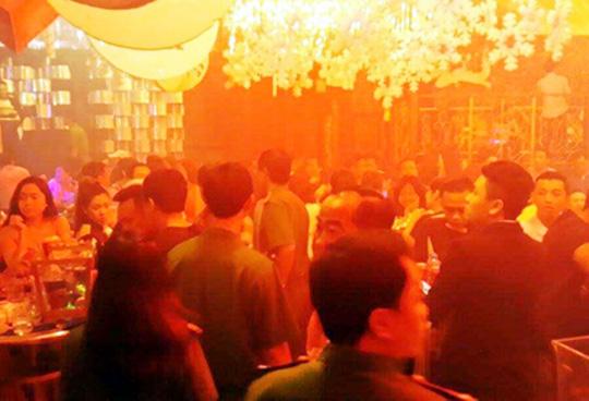 Giang hồ hỗn chiến kinh hoàng trong quán bar - 2