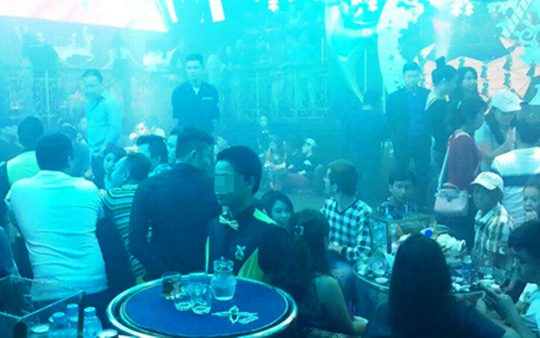 Giang hồ hỗn chiến kinh hoàng trong quán bar - 1