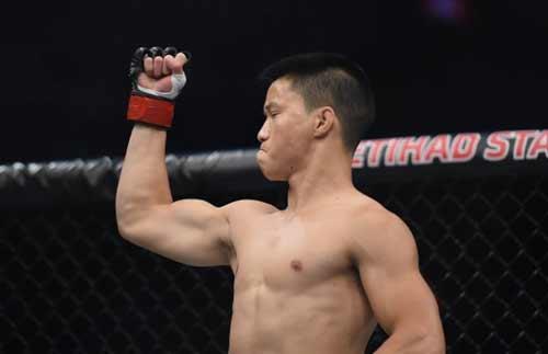 Tay đấm gốc Việt vươn lên top 15 UFC - 1