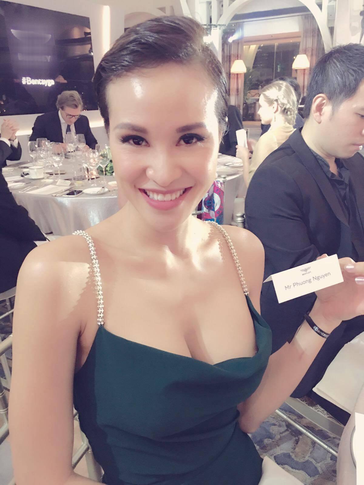 """MC Phương Mai bị """"đổi giới tính"""" trên bàn tiệc - 2"""