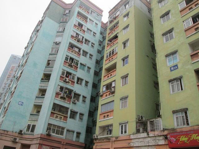 Chuyện lạ ở Hà Nội: Chung cư cao tầng... bốc mùi - 1