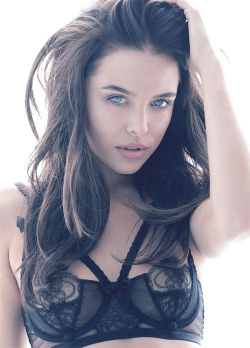"""Người mẫu 21 tuổi """"gây sốt"""" vì đẹp như Angelina Jolie - 9"""