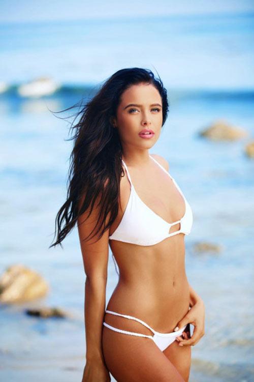 """Người mẫu 21 tuổi """"gây sốt"""" vì đẹp như Angelina Jolie - 8"""