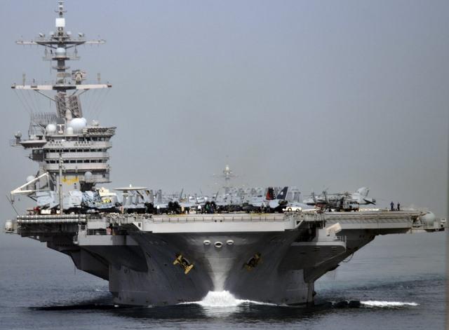 Ảnh: Độ hoành tráng của tàu sân bay Mỹ - 2